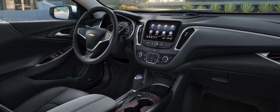 2020 Chevrolet Malibu Sedan Interior Dash View