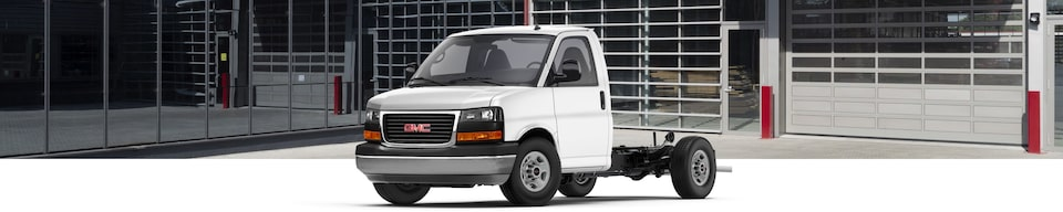 2021 GMC Savana Full-Size Cutaway Van Front Side View